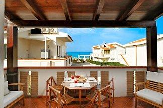 Appartement dans le style maison de campagne avec vue sur la mer, la piscine u. Directement sur la plage