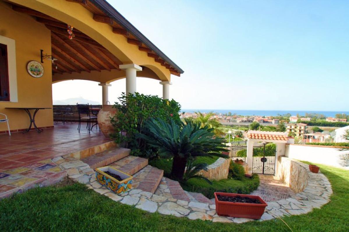Villa avec piscine falcone maison de vacances a falcone for Belle piscine de particulier 10 accueil location de villa en guadeloupe