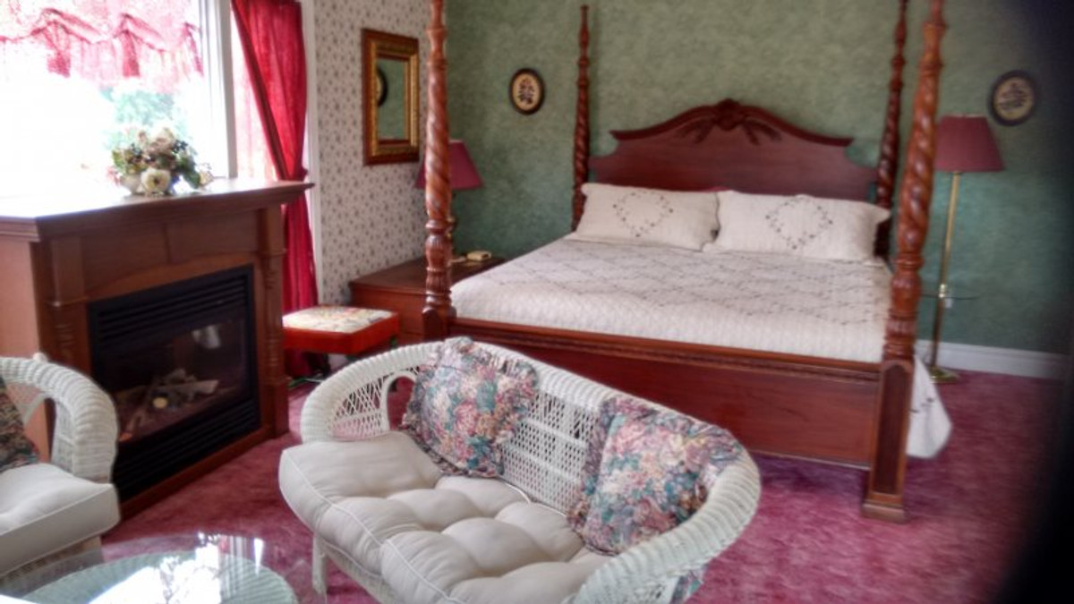 Andrea 39 S Bed And Breakfast Bed And Breakfast In Niagara Falls