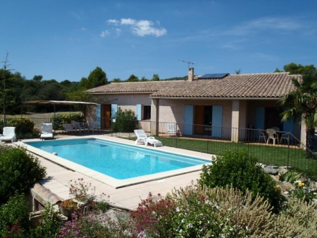 villa pool panoramablick ferienhaus in gordes mieten. Black Bedroom Furniture Sets. Home Design Ideas