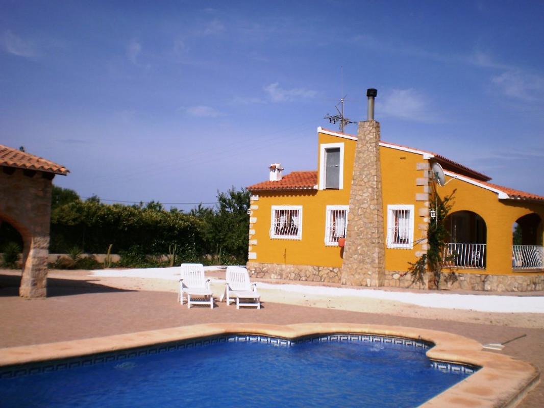 Villa benibrai jalon alicante casa de vacaciones en jal n - Casas de vacaciones en alicante ...
