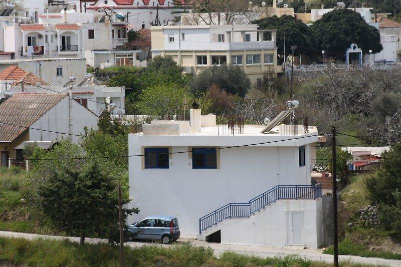 Blick von der Umgehungsstraße auf das Haus