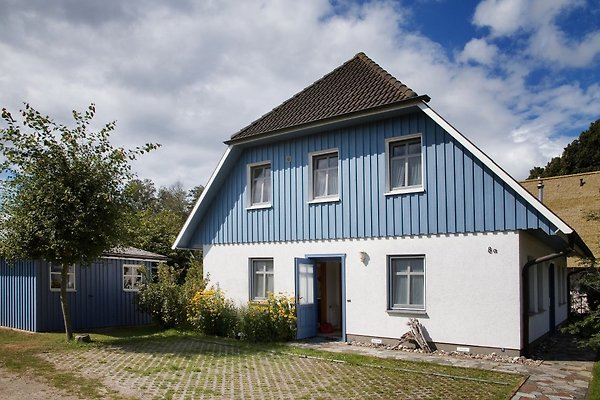 Ferienhaus am Bodden mit den Wohnungen Boddenblick und Terrasse
