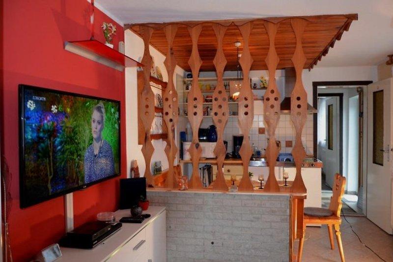 Wohnzimmer  mit Sesselecke und TV