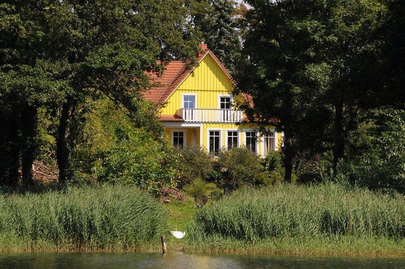 das große gelbe Schwedenhaus am Diecksee