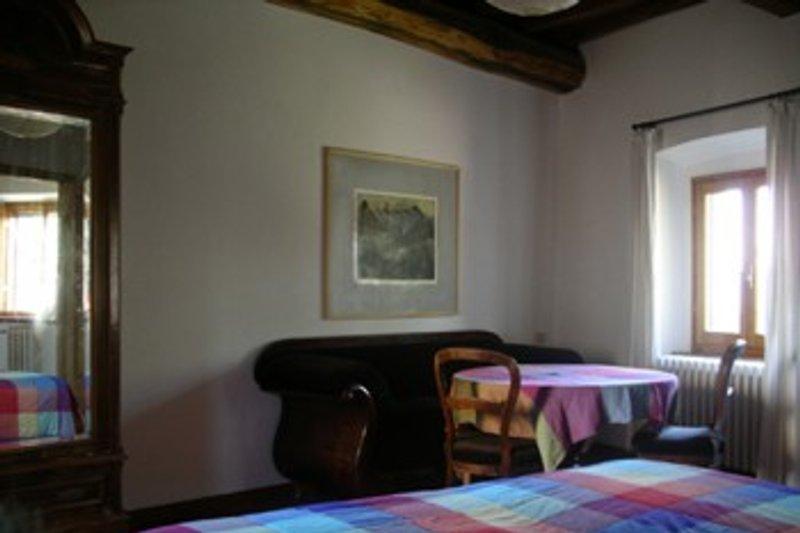 das größere Doppelschlafzimmer mit der Sofaecke
