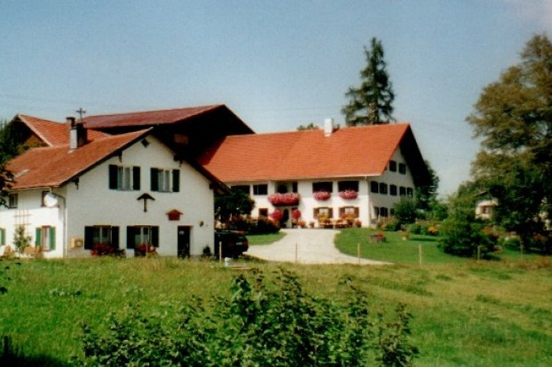 Ferienhaus im Hintergrund der Bauernhof