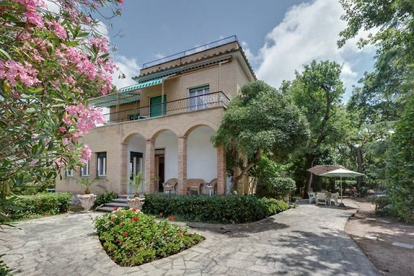 Villa Romana 2 getrennte Whg. in Anzio - Bild 1