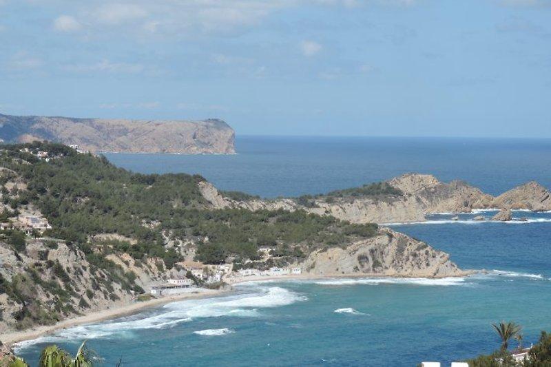 Blick von der Villa auf die Bucht von Portitxol
