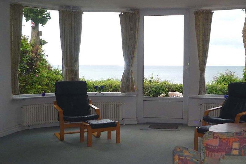 Vom Wohnraum aus der weite Blick aufs Meer.