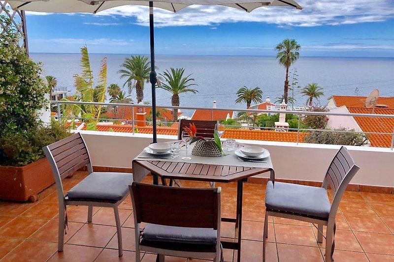 Terrasse mit 180° Meerblick