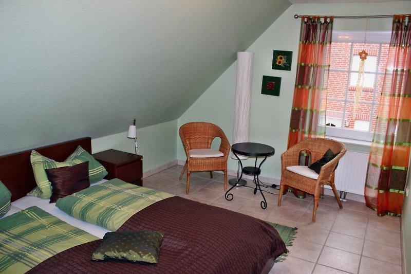 geräumiges Schlafzimmer 1 mit Sitzecke