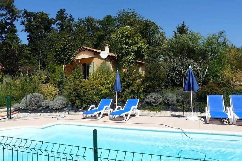 Beheizter Pool, minimum 25°
