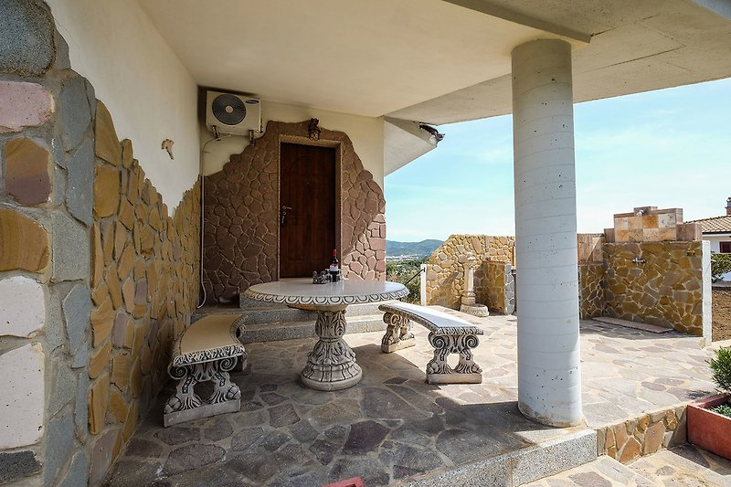 Terrasse vor dem Eingang mit Barbeque