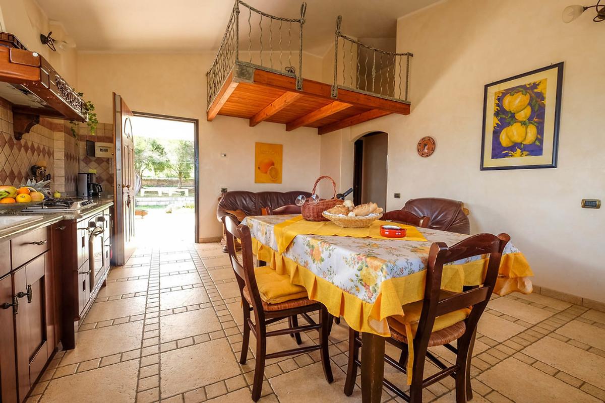 freistehende villa limone wlan ferienhaus in cagliari. Black Bedroom Furniture Sets. Home Design Ideas
