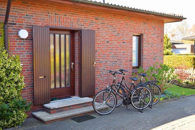 Eingangsbereich mit 2 der hauseigenen Fahrräder