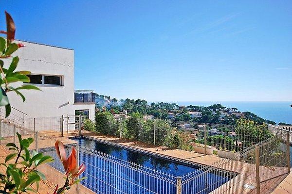 Villa Bugambilia en Lloret de Mar - imágen 1