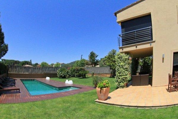 Villa Starck in Mont-ras - Bild 1