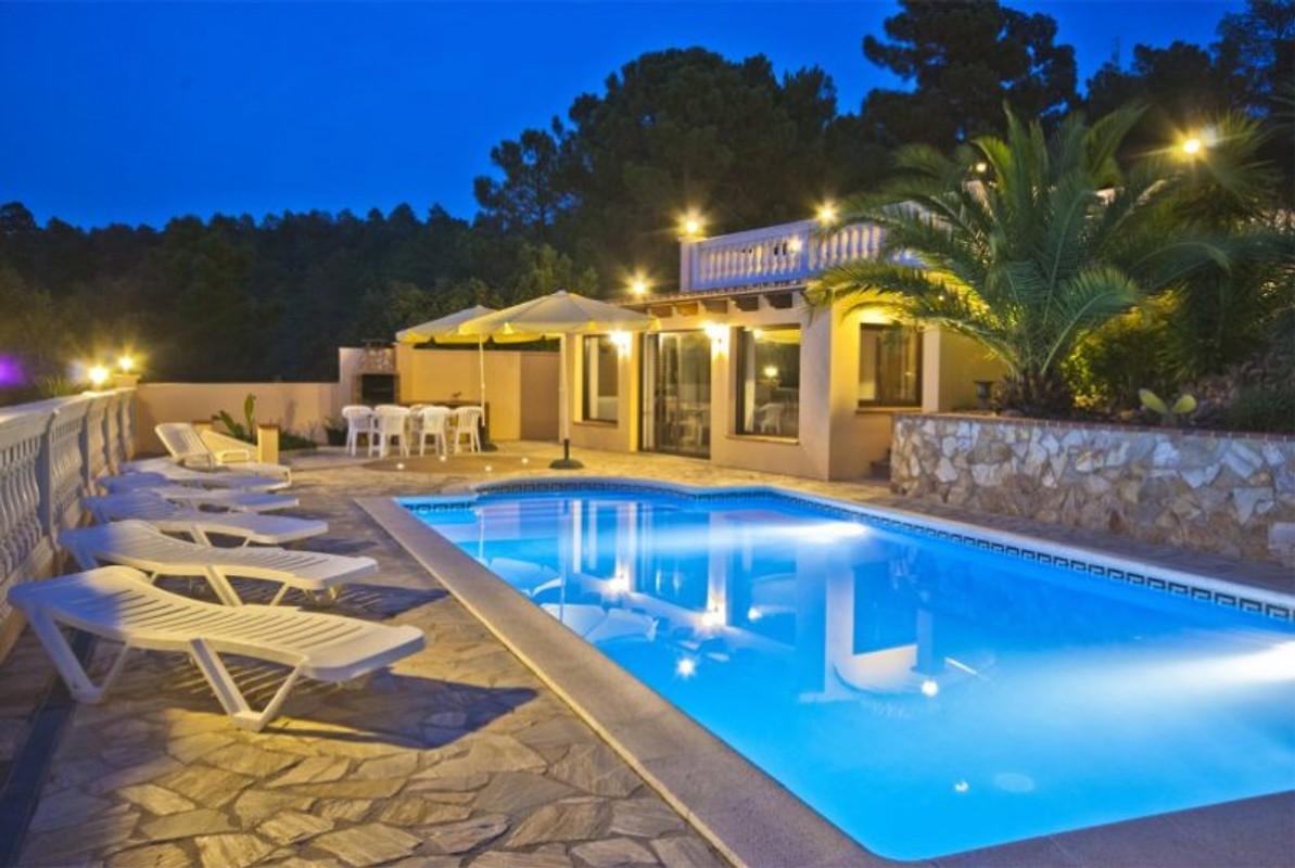 villa nirwana holiday home in lloret de mar. Black Bedroom Furniture Sets. Home Design Ideas