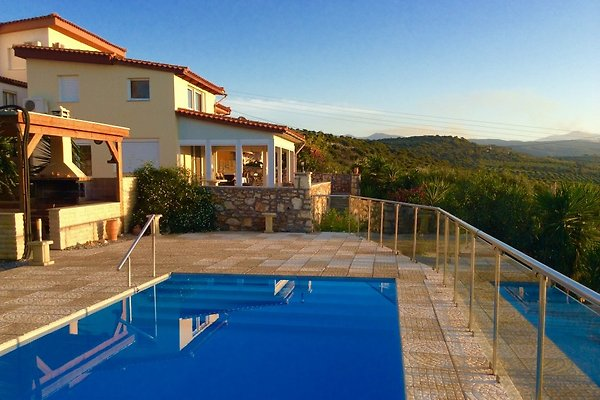 Crète villa avec piscine privée  à Viran Episkopi - Image 1
