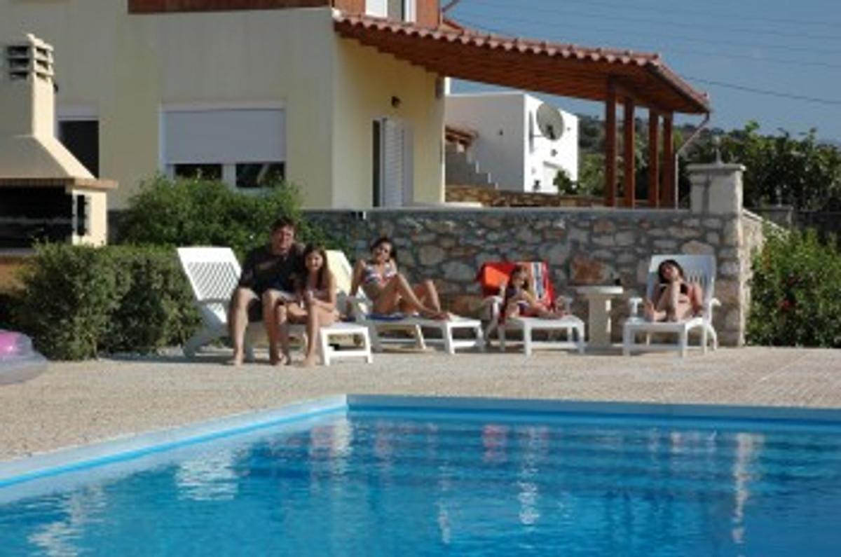 villa mit privaten pool ferienhaus in stavromenos mieten. Black Bedroom Furniture Sets. Home Design Ideas