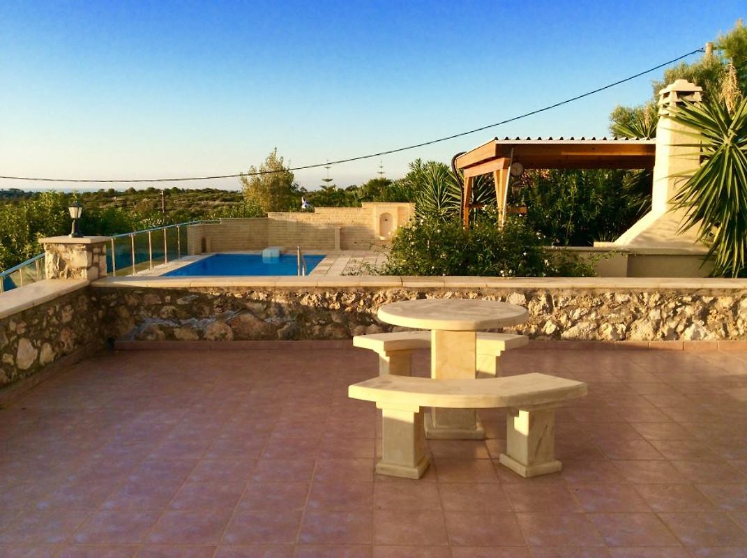 Crete villa avec piscine privee maison de vacances a for Belle piscine de particulier 10 accueil location de villa en guadeloupe