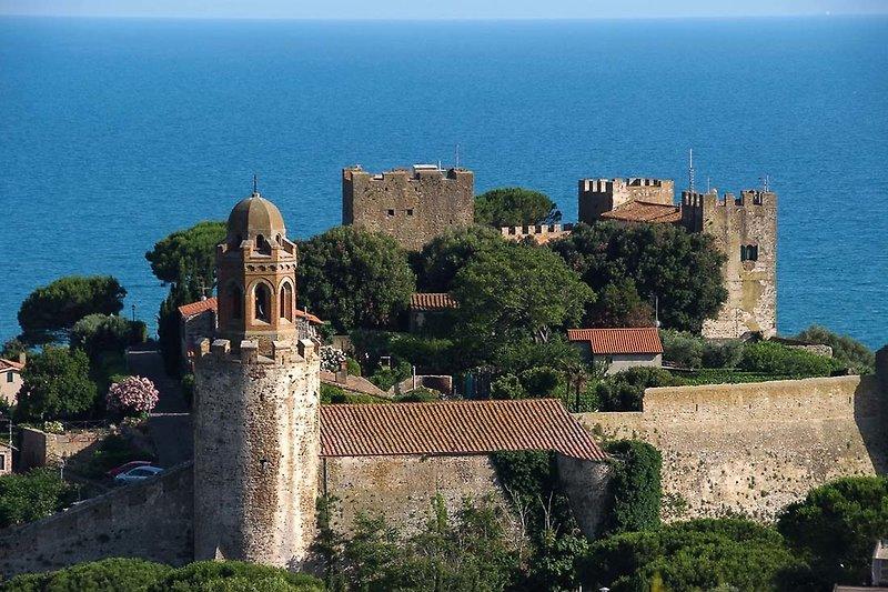 Blick auf die Burg von Castiglione della Pescaia
