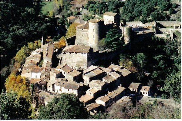 Pézènes ist ein autentisches Dorf aus dem Mittelalter