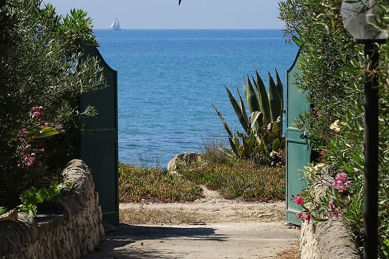 Kleines ruhiges Ferienhaus direkt am Meer in Marina di Modica auf Sizilien nähe Sandstrand