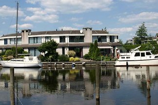 Huis Lemmer, boot, 11m steiger