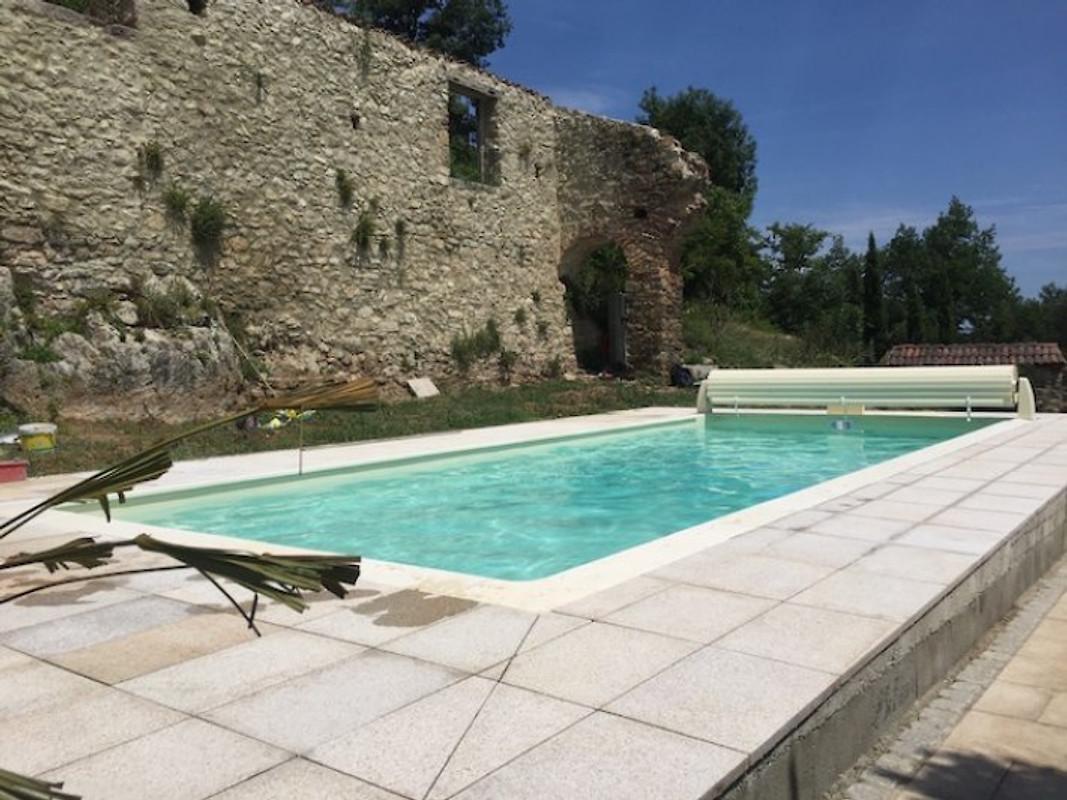 Katharerburg avec piscine en ari ge ch teau forteresse for Piscine 12eme