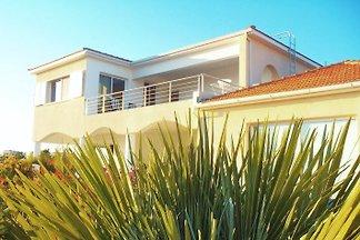 3 Zimmer Einliegerwohnung in grosser Villa
