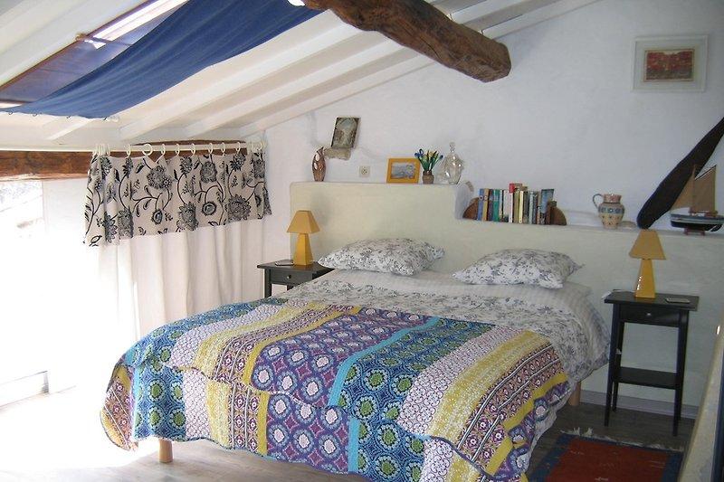 Queen size bedroom with balcony/terrace