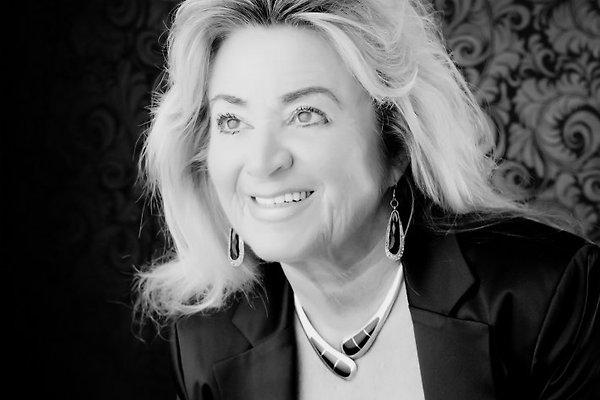 Frau E. Dr.Marczell
