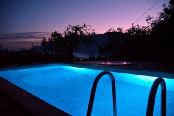 Traum schlafzimmer mit pool  grosses villa mit traum seeblich - Ferienhaus in Malcesine mieten