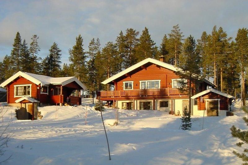 Schöne ruhige Lage am Ende einer Sackgasse abseits alle Feriensiedlungen. Ski-und Wachshäuschen rechts