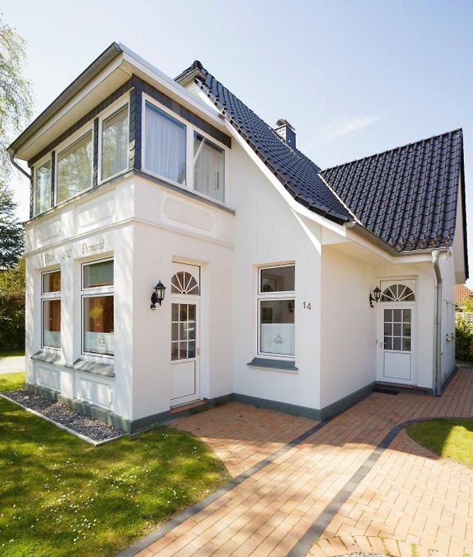 villa virmond maisonettewohnung ferienwohnung in timmendorfer strand mieten. Black Bedroom Furniture Sets. Home Design Ideas