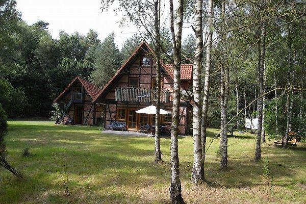 Haus mit Nebengebäude