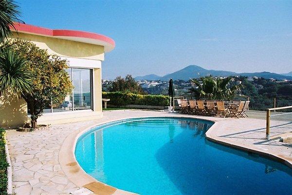 panorama villa nizza ferienhaus in nizza mieten. Black Bedroom Furniture Sets. Home Design Ideas