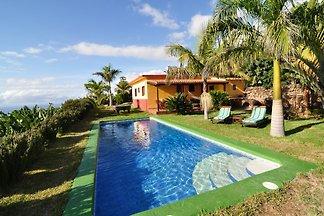 Schönes gut ausgestattetes Ferienhaus mit Meerblick