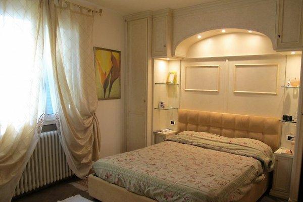 L´oasi - Ferienhaus In Massa E Cozzile Mieten Schlafzimmer Cremefarben