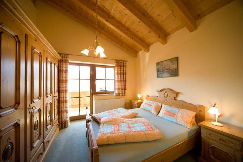 Wunderschöne Schlafzimmer mit Bauernmöbeln