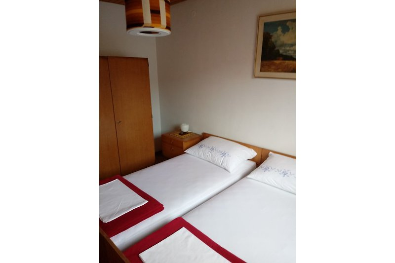 ferienhaus kroatien istrien ferienhaus in pore mieten. Black Bedroom Furniture Sets. Home Design Ideas