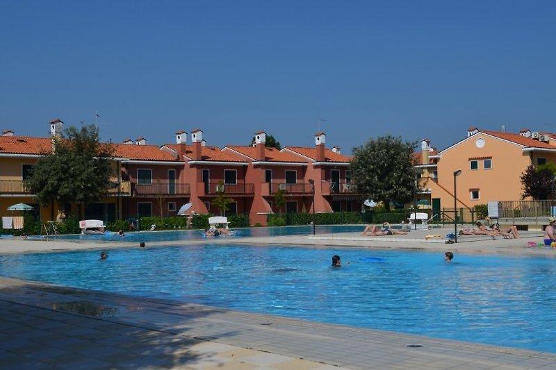 Pool und Häuser in Michelangelo