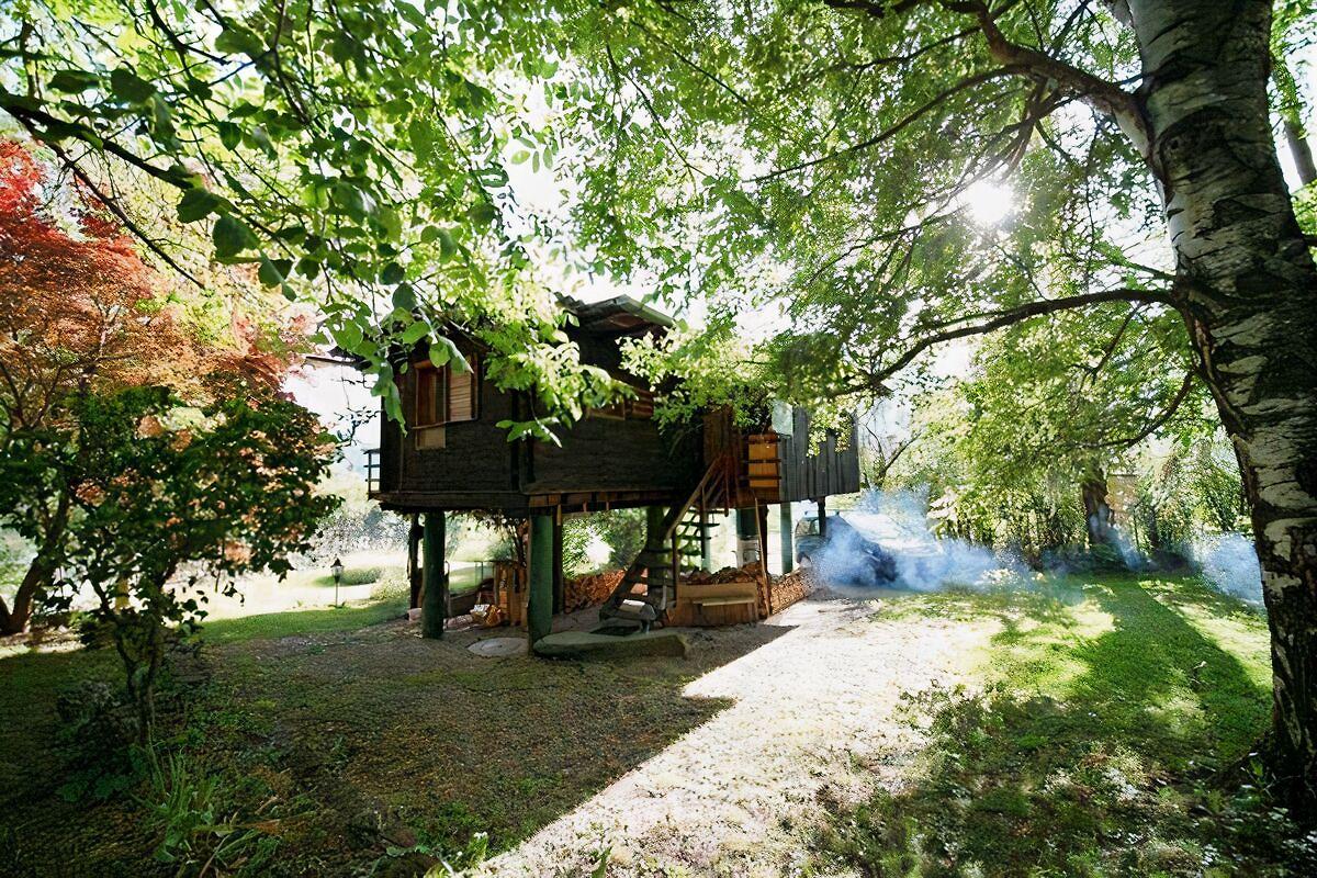 idyllisches alleinstehendes h sli ferienhaus in rodels. Black Bedroom Furniture Sets. Home Design Ideas
