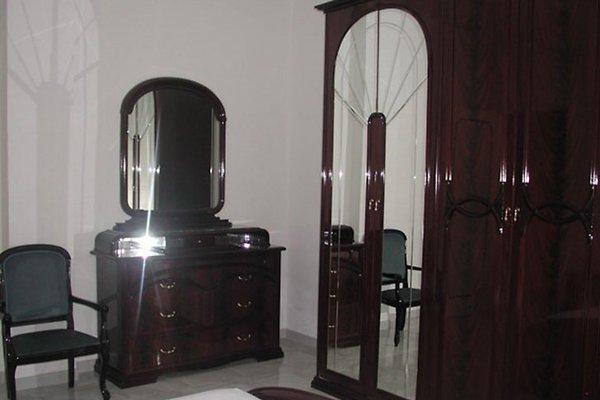 Schlafzimmer mit Ehebett