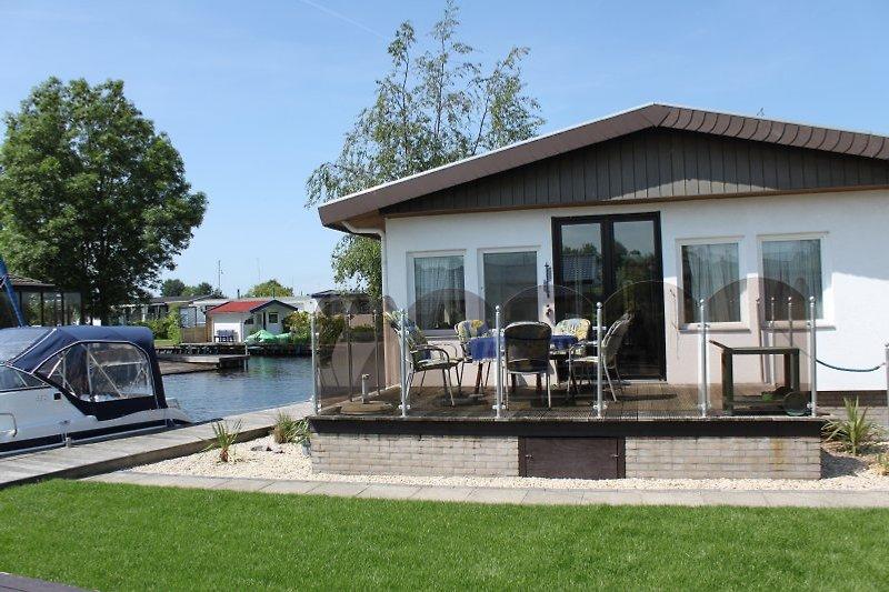 Wasser-Chalet G71 in reiner Südlage mit -nahezu- kindersicherer Terrasse