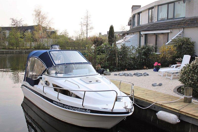 Sportboot Aqualine 550 am Steg Haus BW97