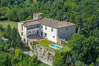 Holiday castle near Florence for up to 23 people