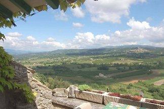 Historisches Dorfhaus in schönster Lage im Herzen der Provence. Sonnig und ruhig. Innen schön renoviert. Terrasse mit atemberaubender Aussicht. Ideal für zwei Personen.